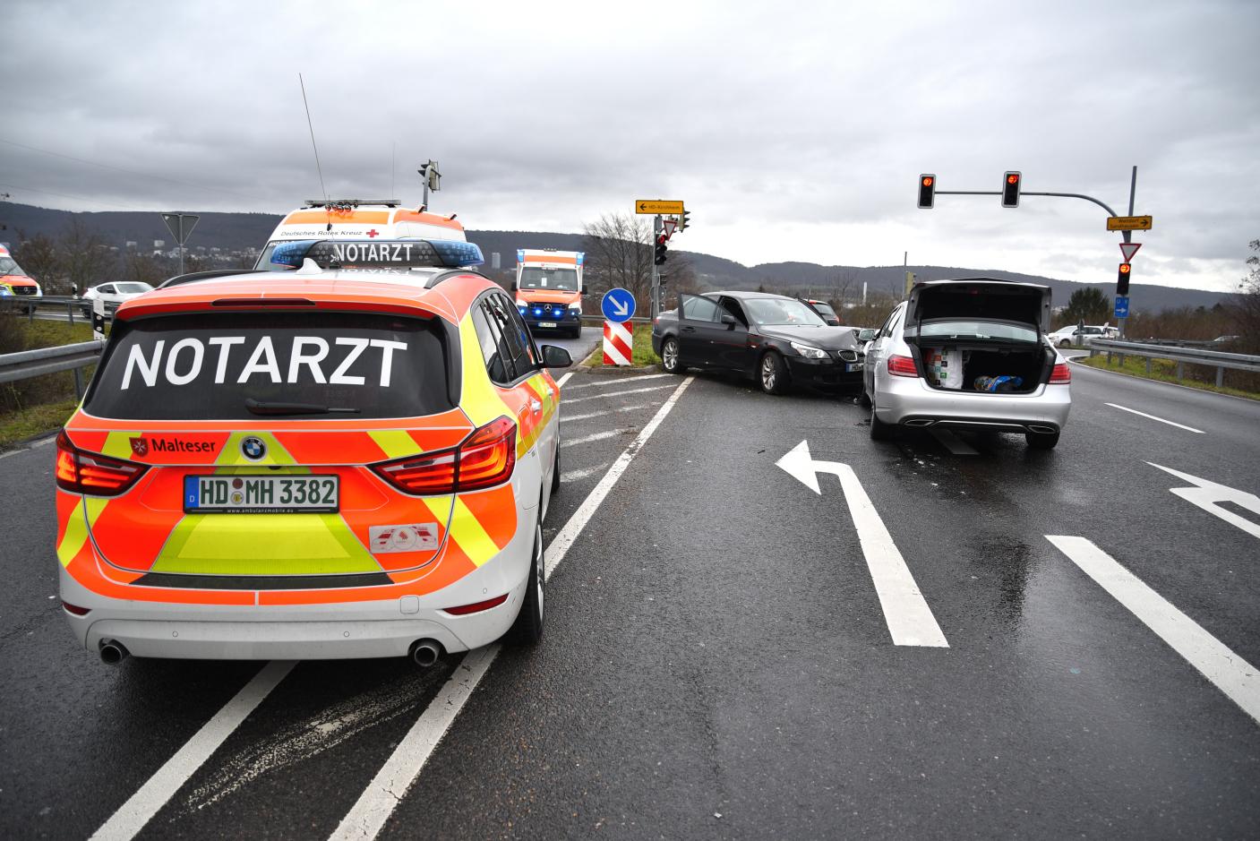 Heidelberg-Kirchheim: Frontalzusammenstoß zwischen zwei Pkw - fünf Personen leicht verletzt, darunter zwei Kleinkinder