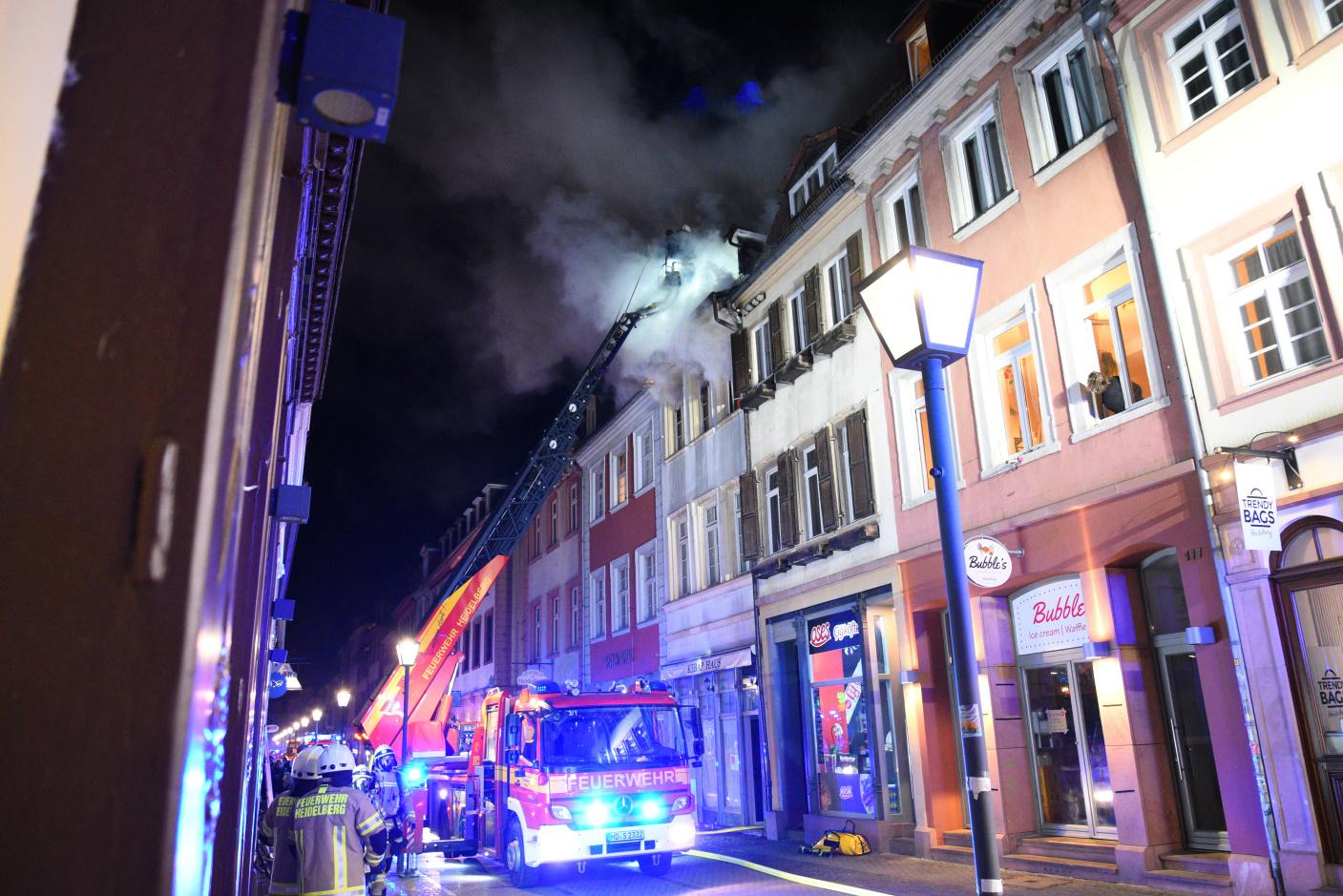Heidelberg: Brand in Heidelberger Altstadt - Statiker überprüft Häuser - zwei der drei Häuser wieder freigeben