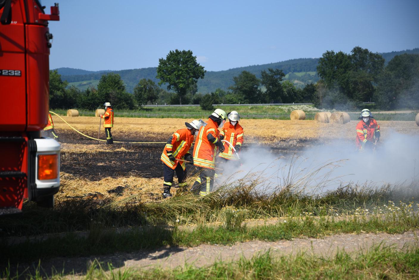 Hemsbach, Rhein-Neckar-Kreis: Brand eines Getreidefeldes