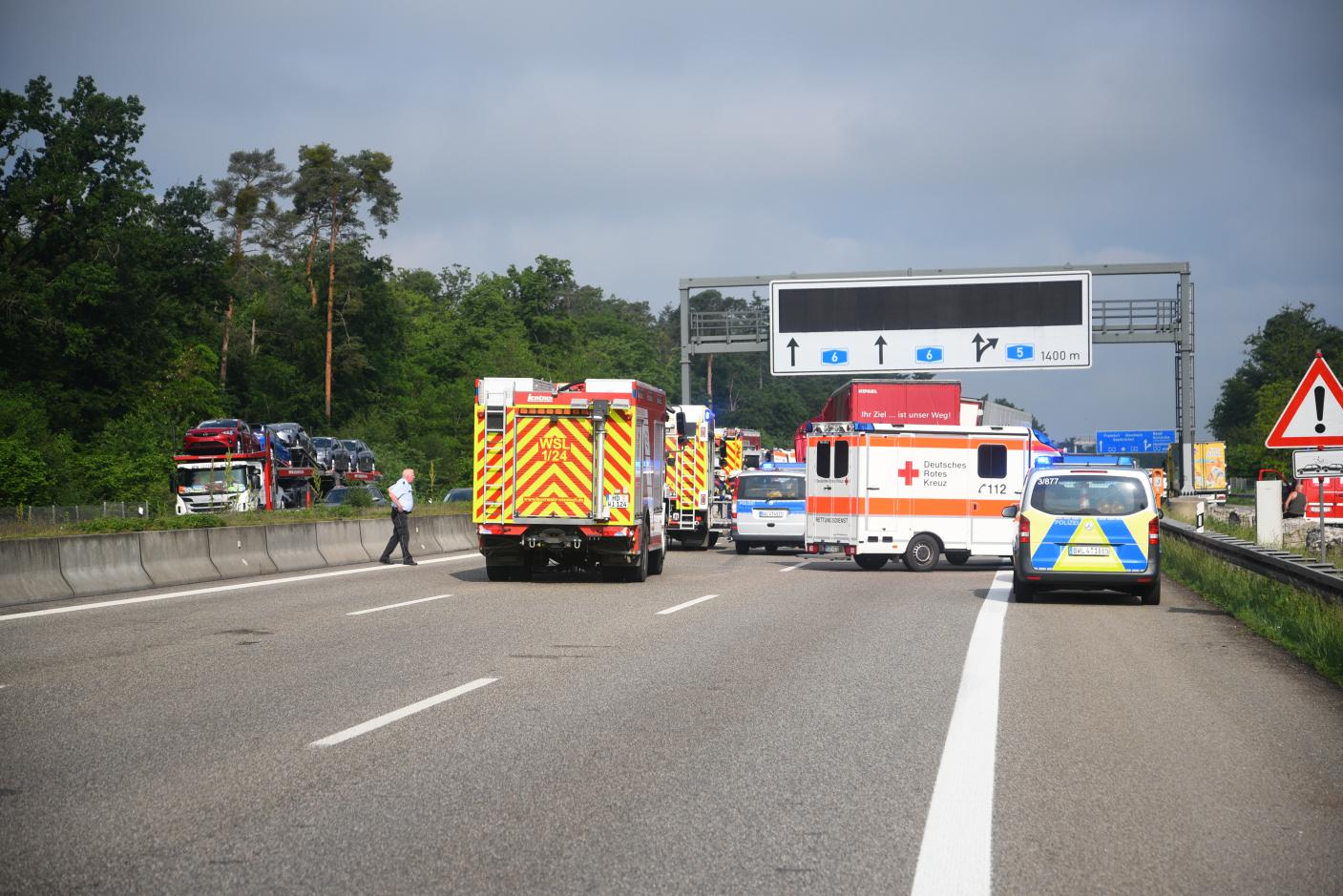 St. Leon-Rot/BAB 6: Schwerer Verkehrsunfall - A 6 in Fahrtrichtung Mannheim gesperrt - ein Unfallbeteiligter tödlich verletzt