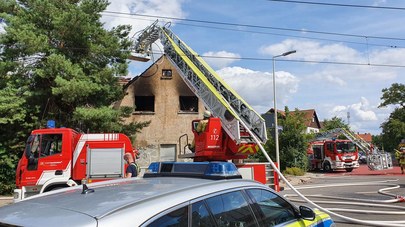 Mannheim-Schönau: Vollbrand eines Hauses im Konitzer Weg - Polizei sucht Zeugen