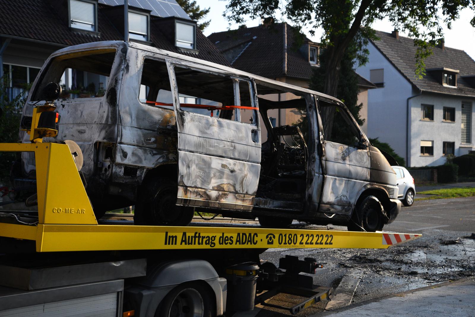 Mannheim-Feudenheim: Auto total ausgebrannt