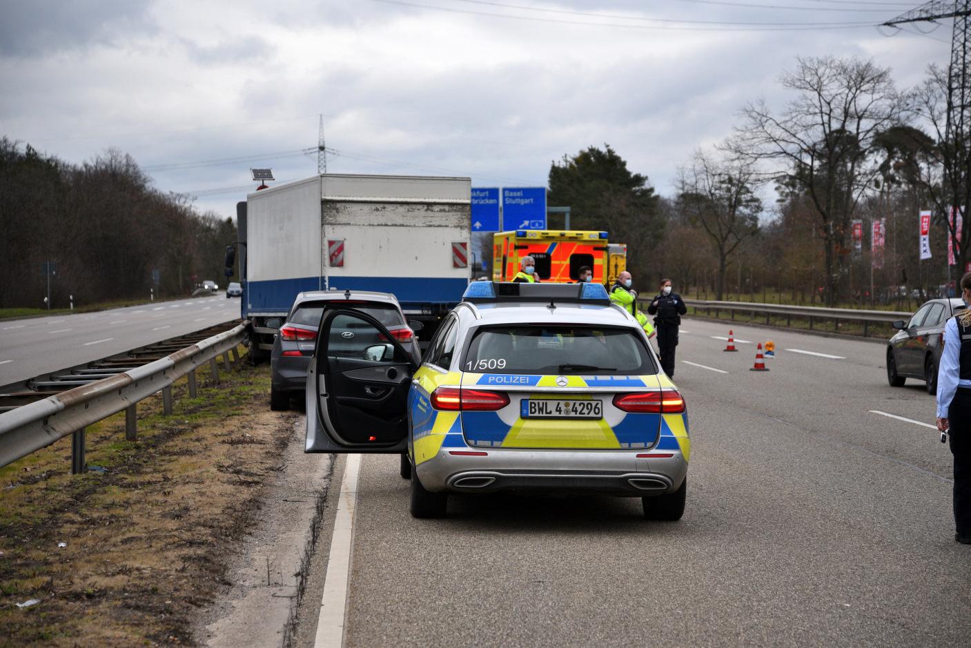 Mannheim: 61-jähriger Lkw-Fahrer gerät nach medizinischem Notfall in die Leitplanken - nach Reanimation in Klinik eingeliefert