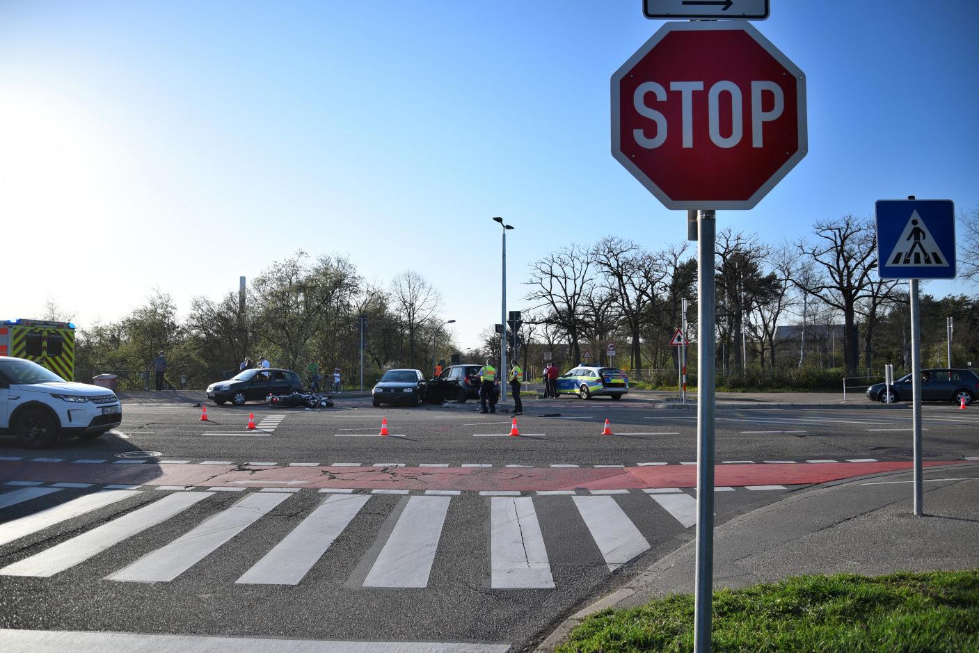 Mannheim: Motorrad übersehen - zwei Verletzte