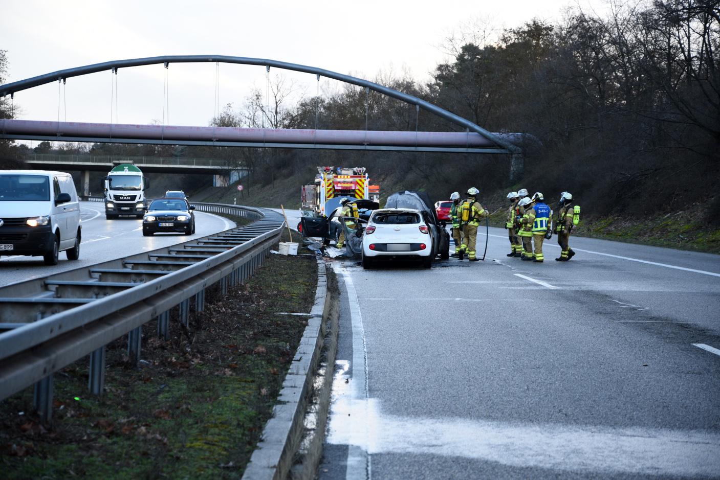 Mannheim-Rheinau: Auffahrunfall auf der B36 - Autos in Brand geraten - Unfallverursacher flüchtet!