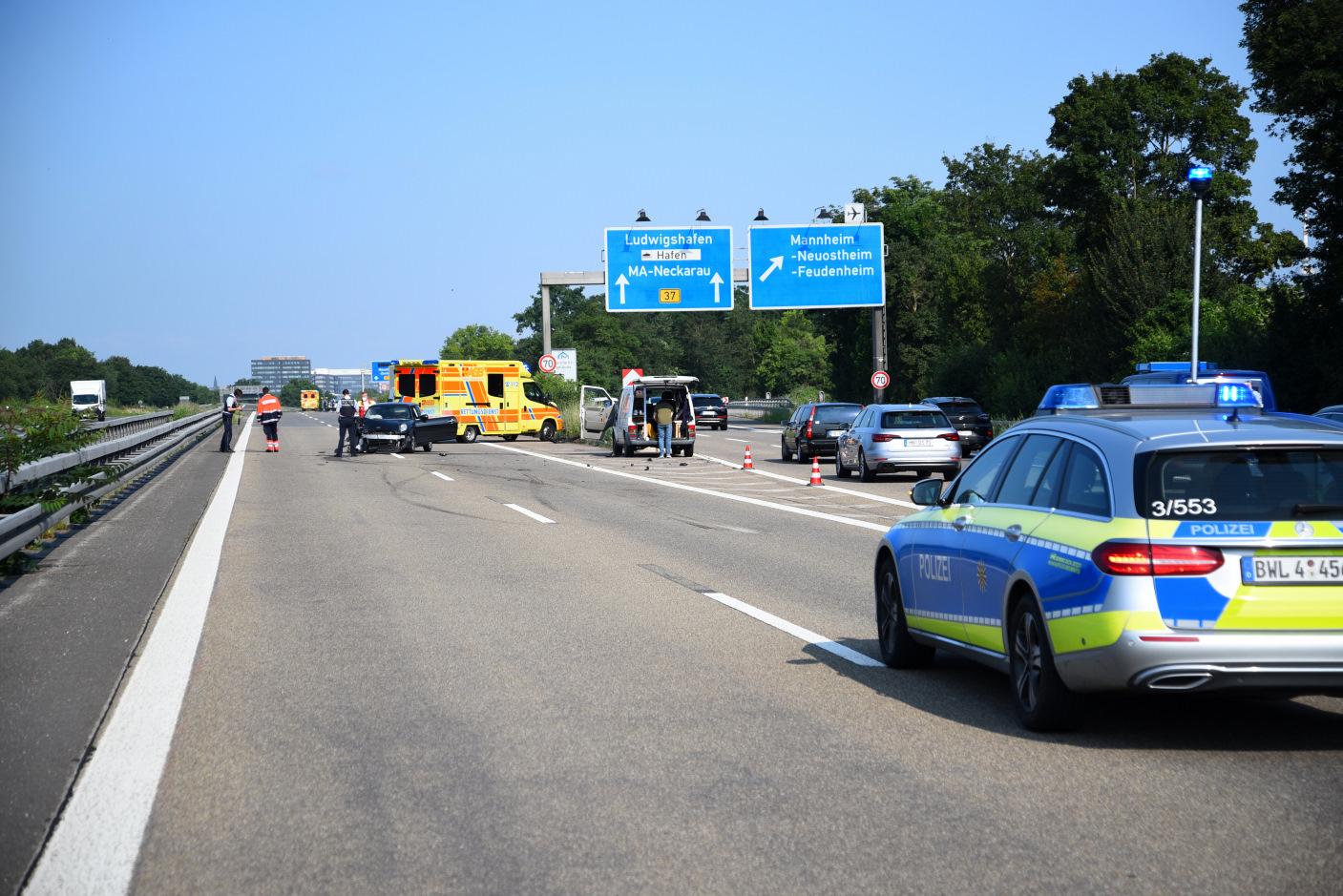 Mannheim/BAB 656: Auffahrunfall mit zwei verletzten Personen - Zeugen gesucht