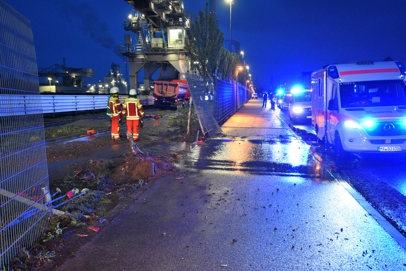 Mannheim: Sattelzugfahrer nach Unfall am Großkraftwerk in Klinik verstorben - Zeugen gesucht