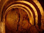 Cette crypte se comporte comme une chambre sans écho totalement silencieuse
