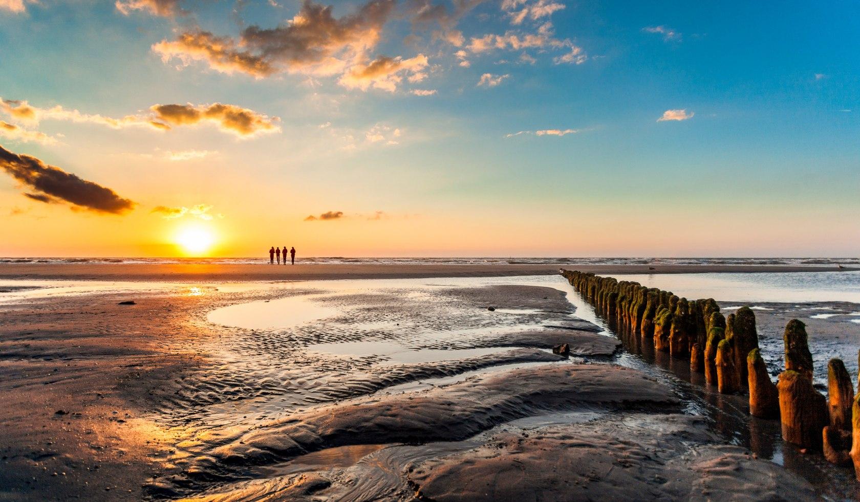 Den Sonnenuntergang im Watt bestaunen