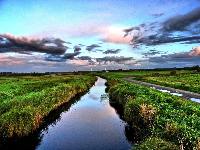 Dithmarschen - endlose Weite und wolkenverhangene Himmel