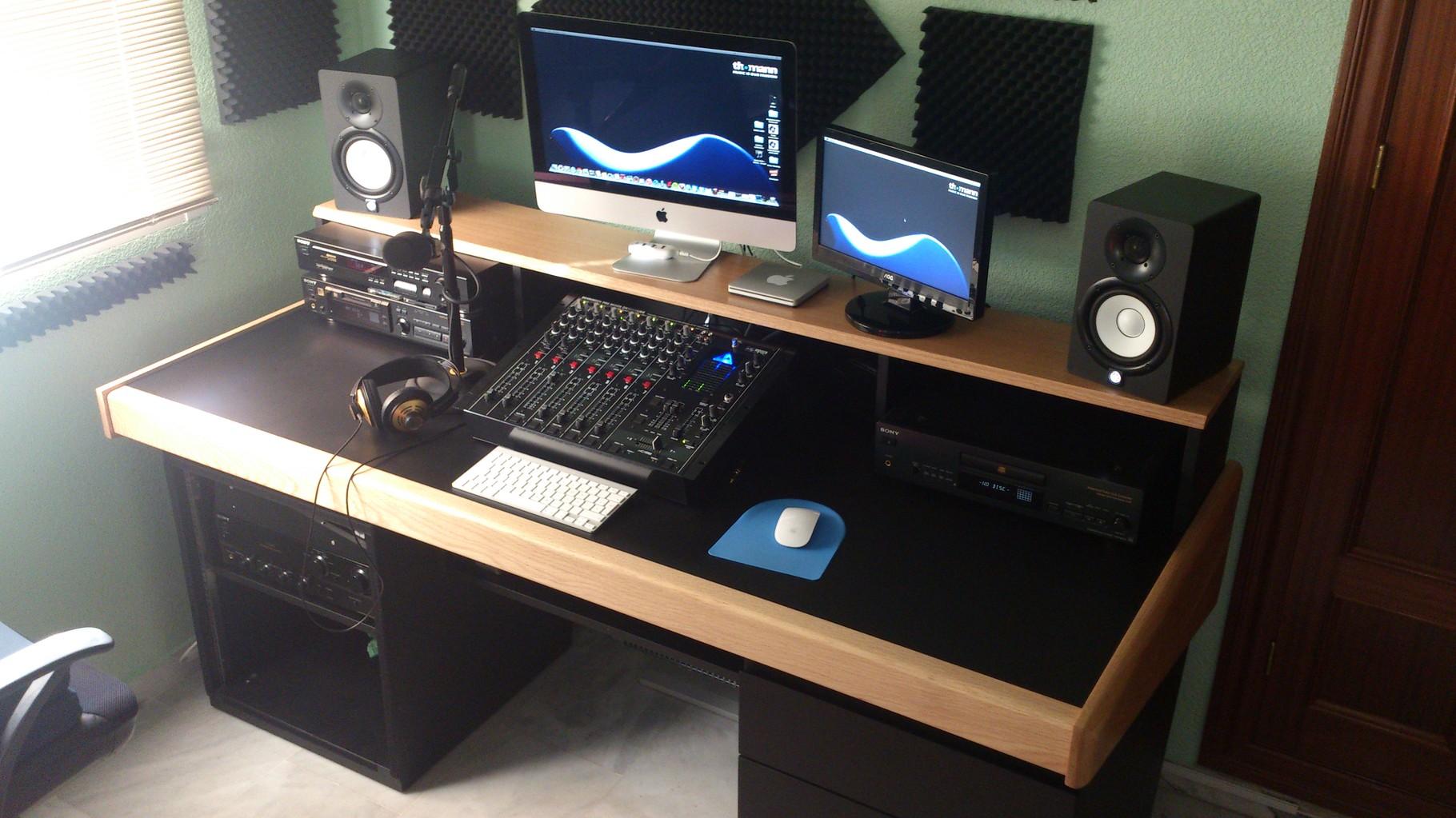 Mobiliario para estudios de grabaci n bram modular for Mesas de estudio de diseno