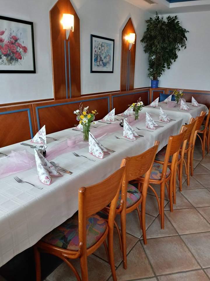Des weiteren haben wir einen abgeschlossenen Veranstaltunsgsraum in dem 30 Personen Platz finden. Dieser Raum eignet sich besonders für Familienfeiern.
