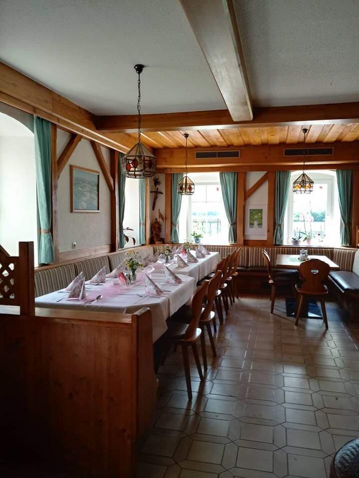 Wir bieten Ihnen eine gemütliche Gaststube mit 40 Sitzplätzen an