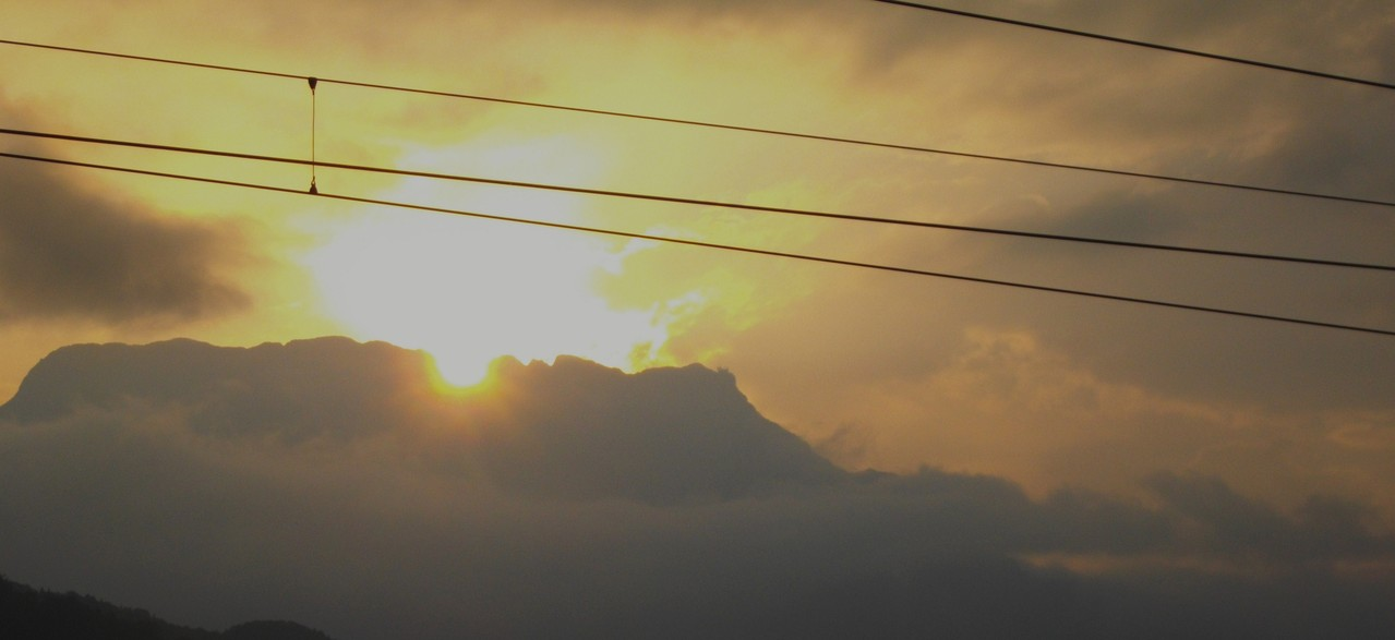 Die Sonne versinkt im Untersberg