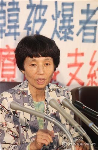 '한국원폭피해자들을 돕는 시민모임'의 이치바 준코(59·市場淳子) 회장이 8일 일본 최고재판소 판결이 나온 뒤 도쿄에서 기자회견을 하는 모습이다.