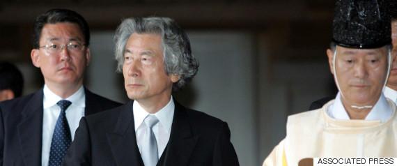 2006年8月15日、靖国神社に参拝する小泉純一郎首相