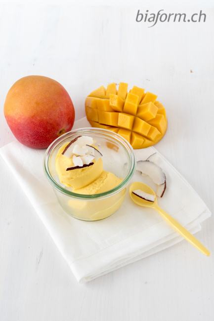 Foodblog Schweiz, Mango Eis Rezept, Mango Glace mit Kokos, Mangoglace mit Joghurt, Glace selber machen