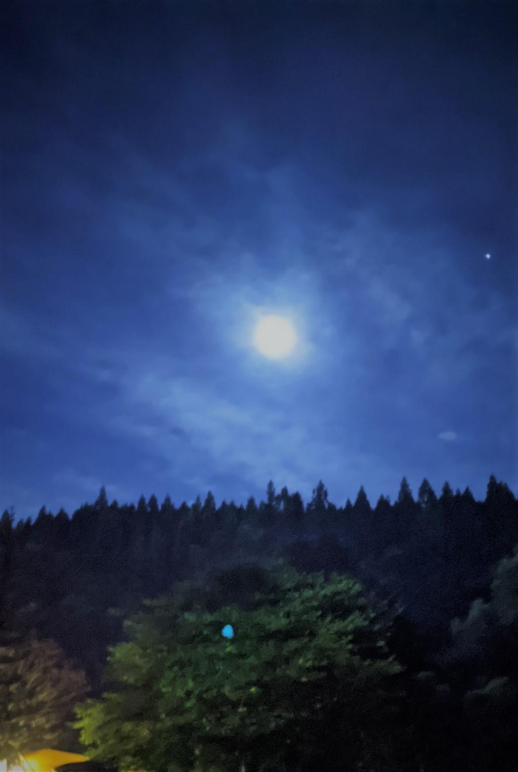 今年はきれいな月見ができました。きれいなものをきれいと感じられる心でありたいですね