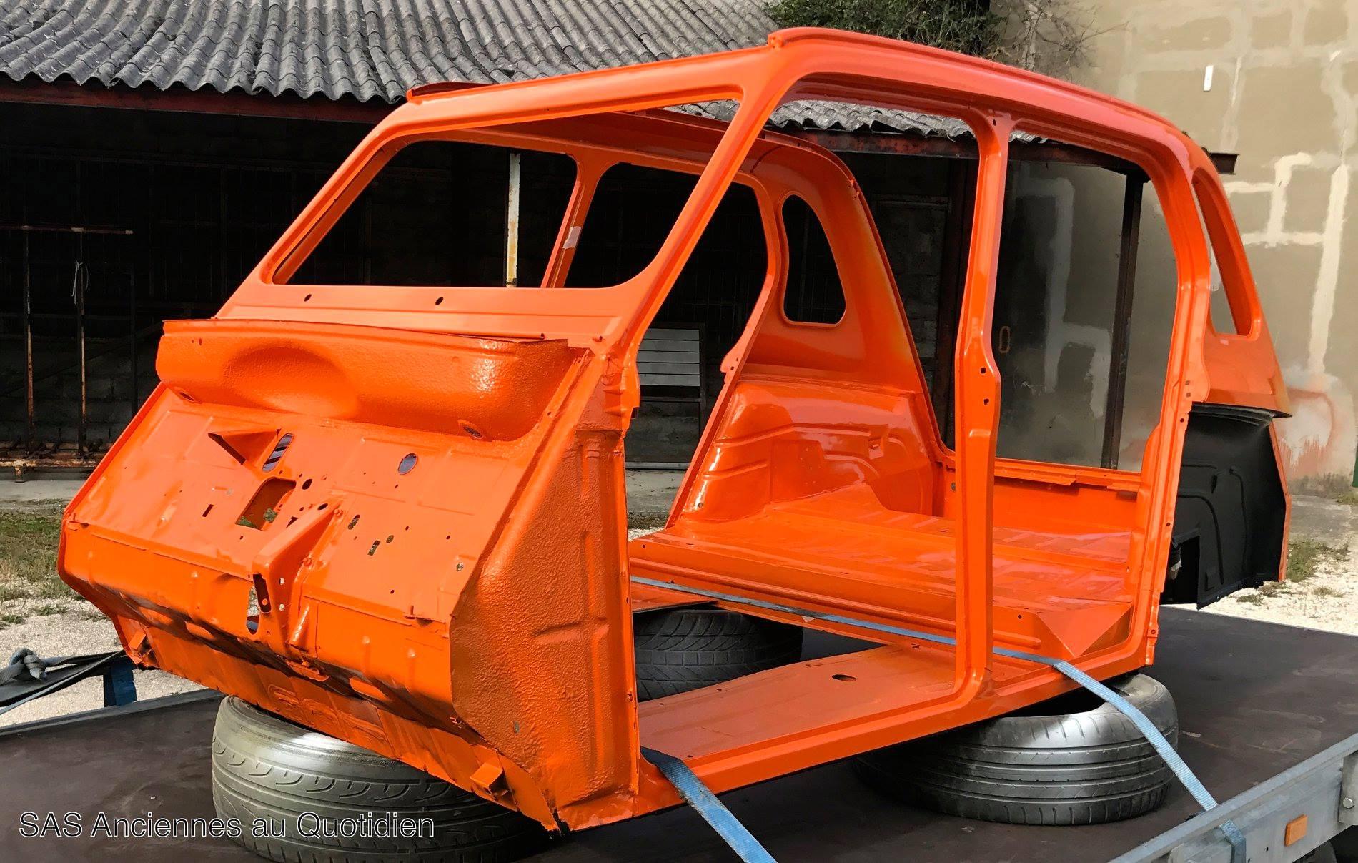 La caisse lors de son retour de carrosserie : Couleur mandarin  ( AC 437 )