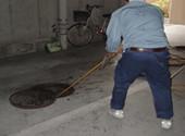 配水管共用部清掃中