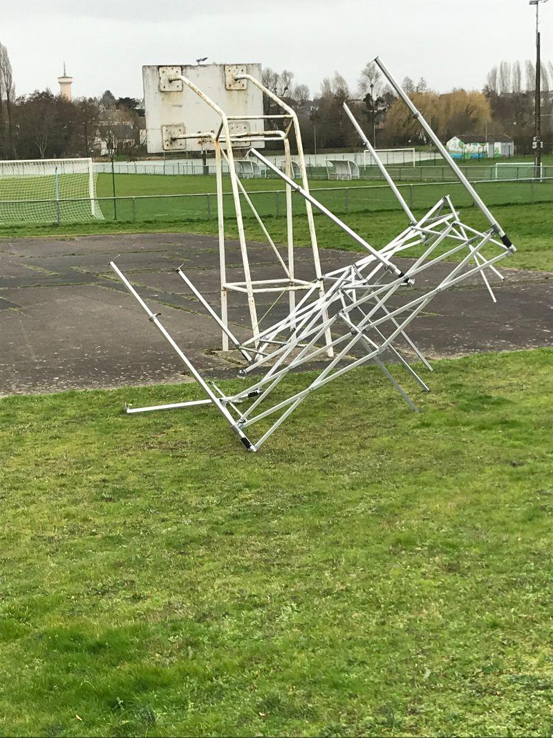 Non, ceci n'est pas une oeuvre d'art, mais une oeuvre du vent !!