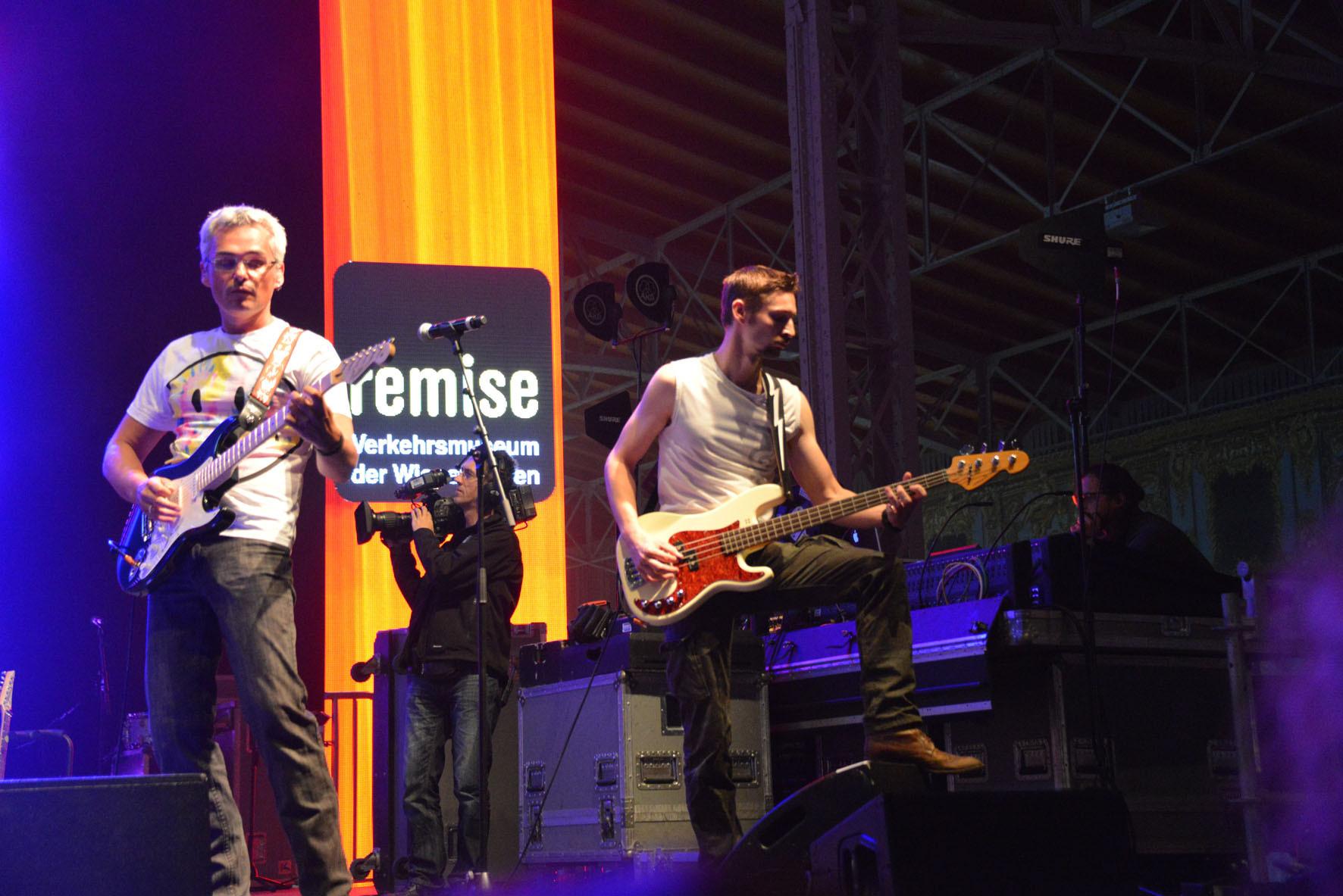 Thomas - Solo & Rythmusgitarre und Andi - Bass