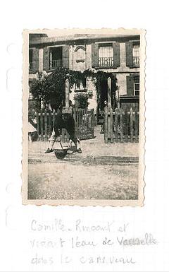 Col Hardy - L'eau de vaisselle est versée dans la rue - Rue Sainte Marguerite
