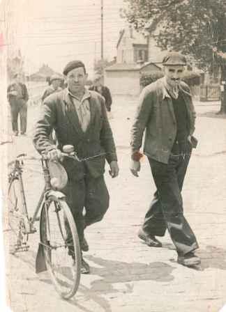 L'arrivée en vélo - Coll Redouani