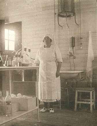 Mme Eugène infirmière - 1930 - Coll Tribhou