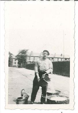 Col Tribhou - L'eau est prise  à la pompe rue Georges Landry - Georges Eugène avant 1940