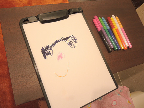 プリキュアを描く女の子