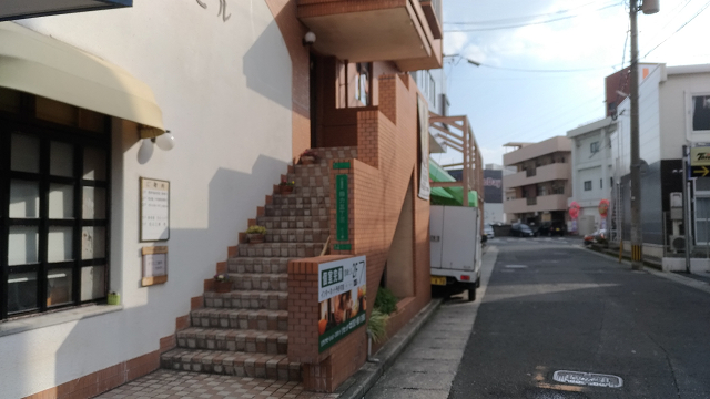 北九州市小倉南区徳力のリラクゼーションマッサージ店リセッタ階段