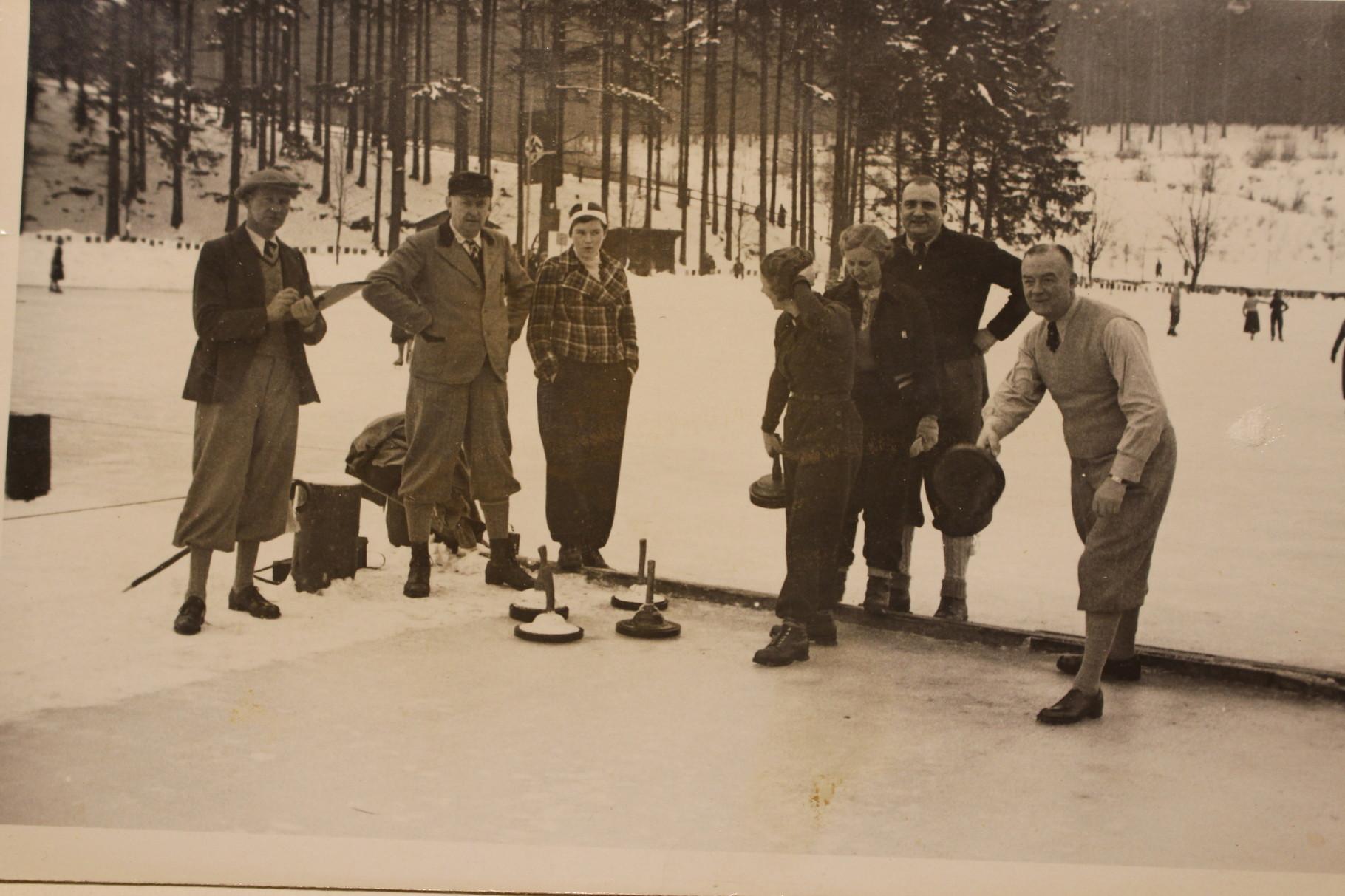 Eisstockschießen auf dem Kurparkteich, 1934