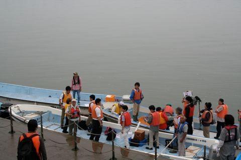 揖斐川河口から観察船出艇