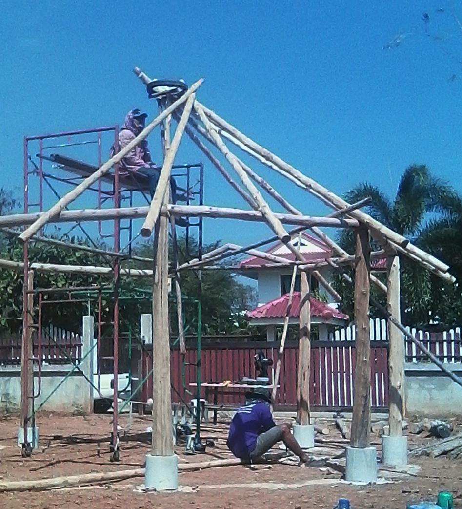 16 Balken werden angelegt, ihre Stärke muss dem Umfang des Reifens entsprechen