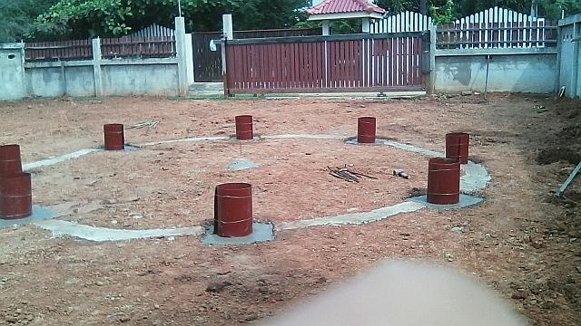 Verschalung der Betonsockel