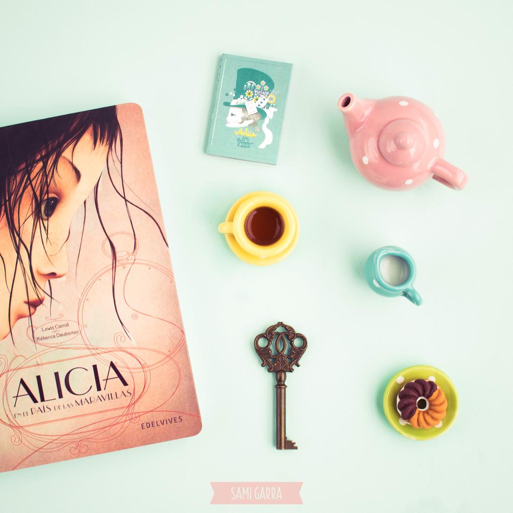 versión española de Alicia en el país de las maravillas por Rebeca Drautremer