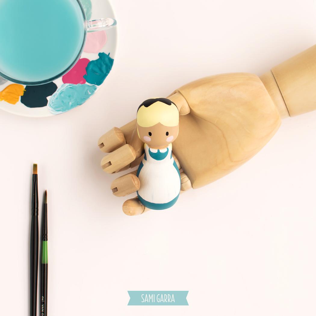 pegdoll de Alicia, pintada a mano para La Fábrica de Secretos