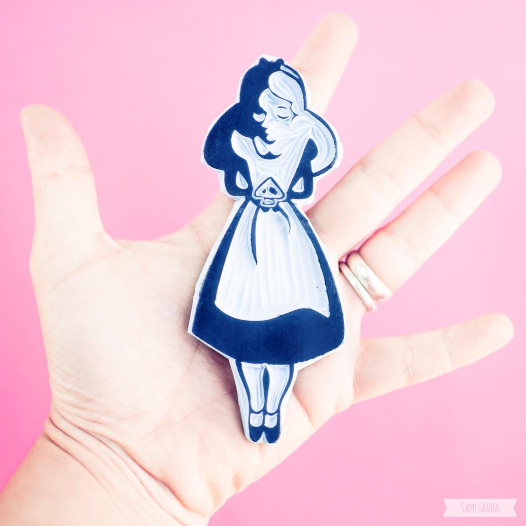 Alicia carvada a mano