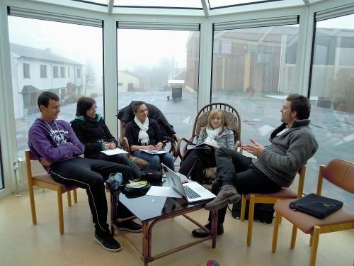 Besprechung des Fernsehteams mit Adrian Küchenberg