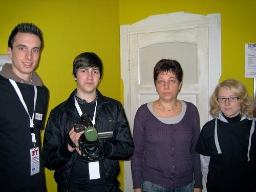 Das Team mit der Prisma-Mitarbeiterin