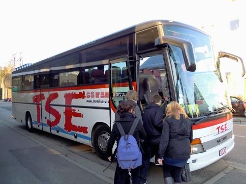 Müde betreten wir den Bus