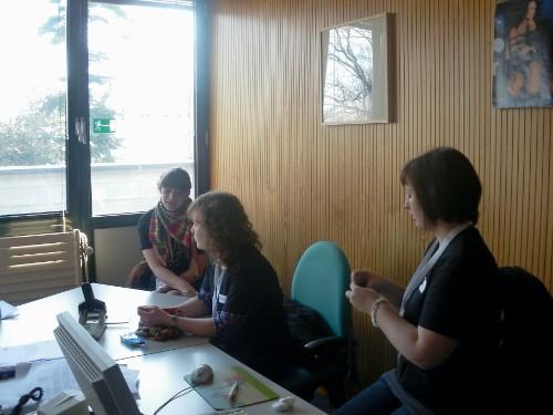 Das Radioteam beim Vorbereiten der Sendung