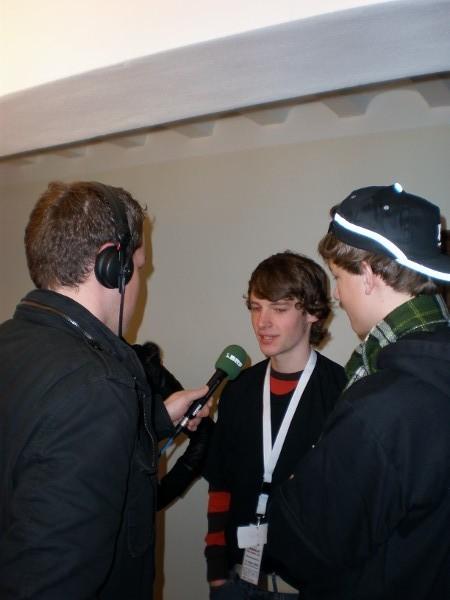 Felix klärt alle auf, wieso er im Radio-Team ist