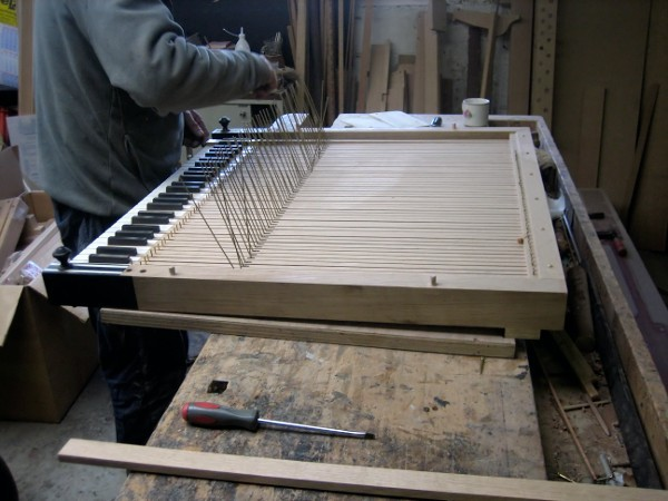 Die Saiten einer Orgel