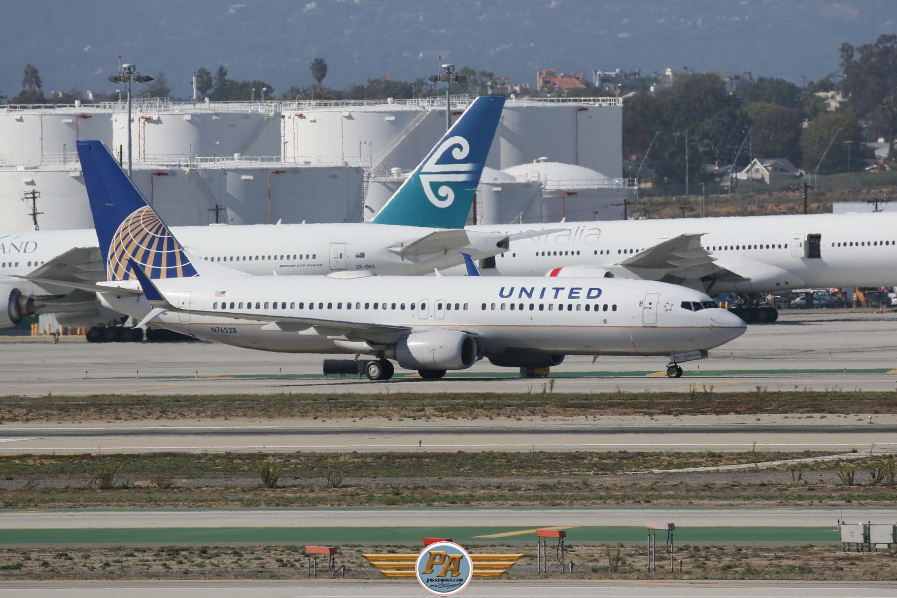 "Boeing 737NG ""United Airlines"" immatriculé N76528"