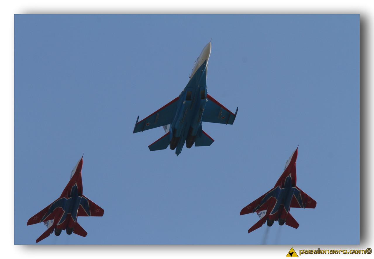 """Patrouille """"Strizhi"""" et Patrouille """"Russian Knights"""""""