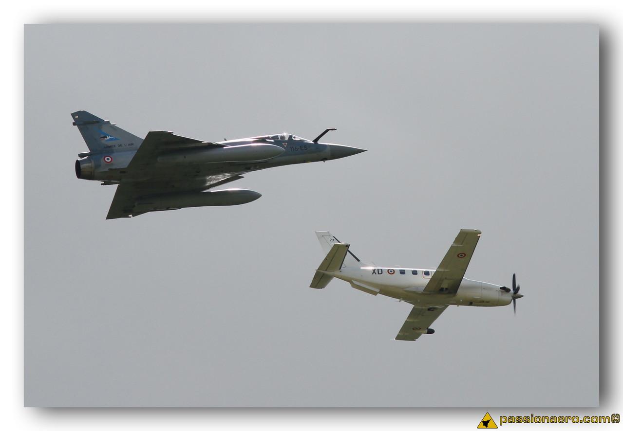 Mirage 2000-5 et TBM-700
