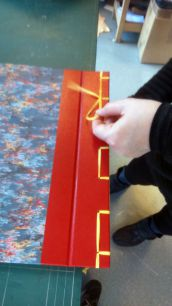 Stages de Reliure et cartonnage ; Ateliers-Découverte ; Animations itinérantes par PLEIN CUIR - Artisan RELIEUR