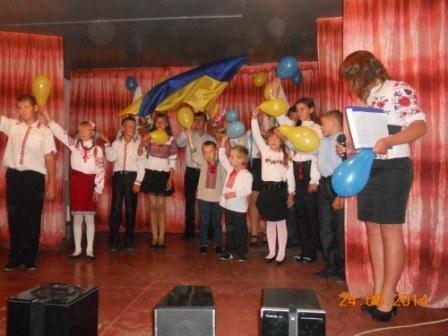 участь у відзначенні свята брали і найменші учні школи - майбутні  першокласники